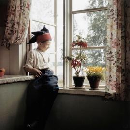 gallois_marie_-_poika_ikkunalla__aune